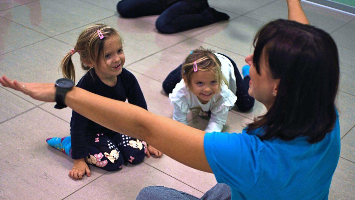 Musicantis, bambine che ridono e si divertono durante il laboratorio