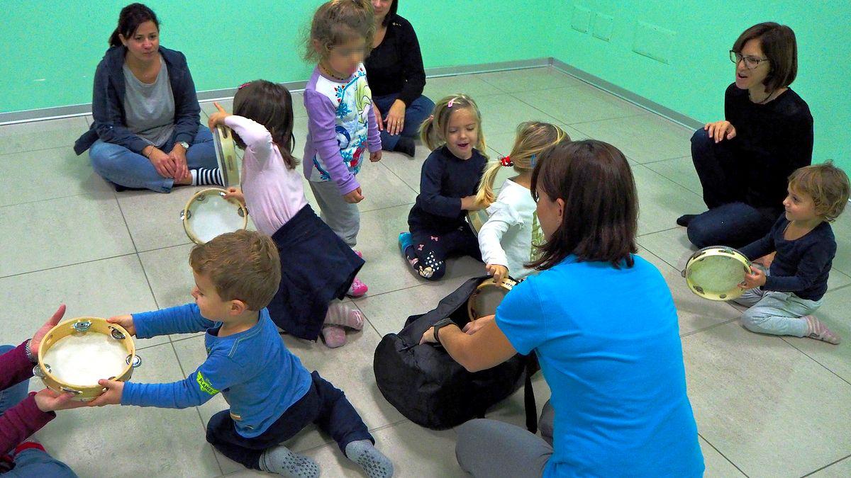 Musicantis, scambio di tamburelli fra bambini